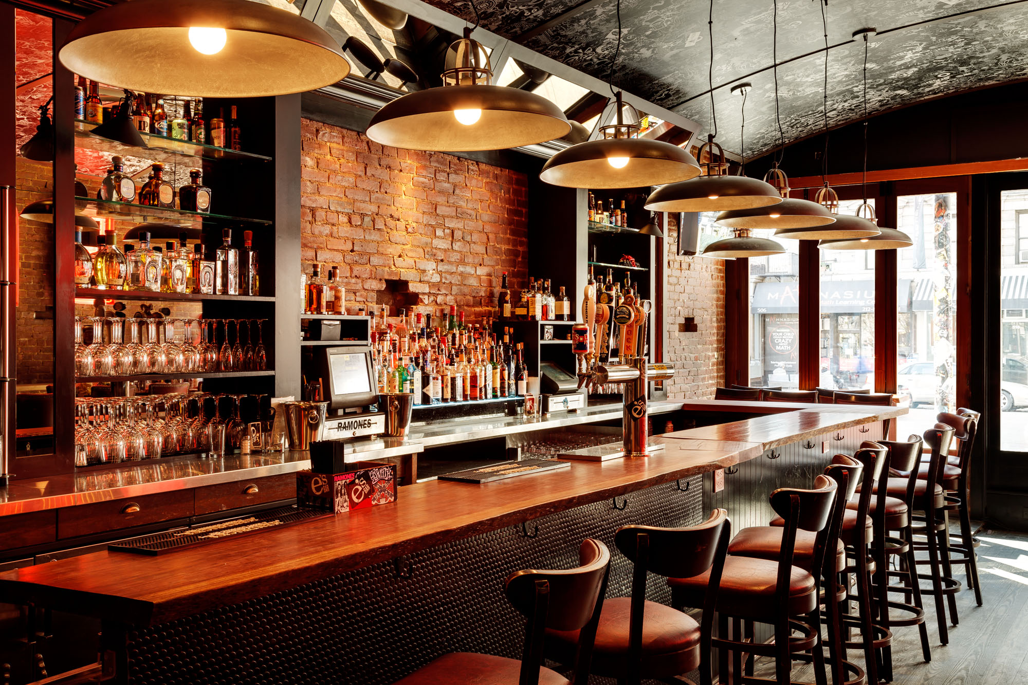 7 Marketing Tips For Bars That Can Increase Exposure & Sales